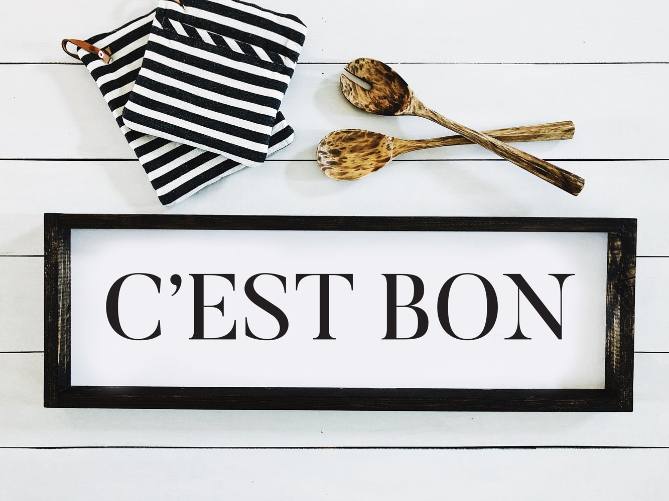 C'est Bon French farmhouse sign in black and white for your French inspired kitchen and 25 Beautifully Handmade Decor Finds for Home to help you feather your nest and also inspire your interior design schemes.