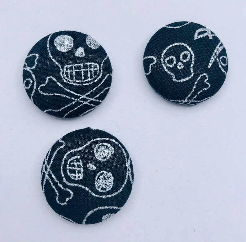 Skulls Magnets  Set of 3. Black and Silver. image 0