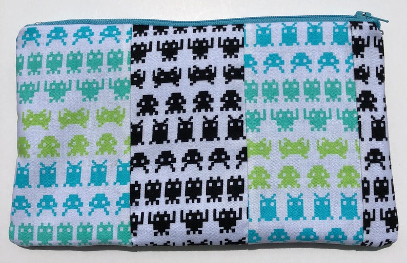 Geekery. Arcade Videogames Space Invaders Patchwork Zipper Pouch