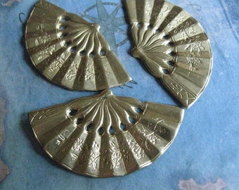 2 PC Raw Brass Oriental Fan Pendant / Finding - DD07
