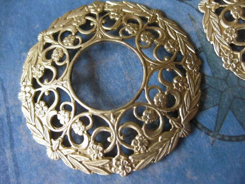 2 PC Round floral Victorian filigree   raw brass PP10