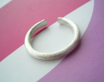 Sterling Silver Wire Toe Ring - with Shimmer Texture