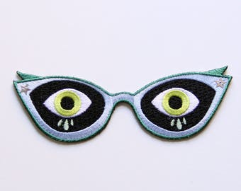 Scardey Cat Eyes Iron-on Embroidered Patch / Spooky Patch