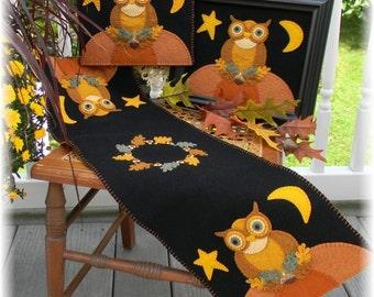 Boo Moon Halloween Wool Appliqu\u00e9 Tablerunner Mini Mat Wool Kit SALE!