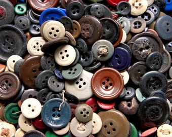 BULK BUY 50 VINTAGE ANTIQUE BIRDS /& FLOWERS STYLE HEART SHAPED WOODEN BUTTONS