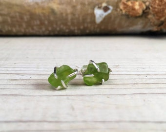PERIDOT Raw Rough AUGUST Birthstone Earrings, Simple and Elegant, Gift for Teenager, Gift for BFF, Gift for girlfriend, Raw Stone Earrings