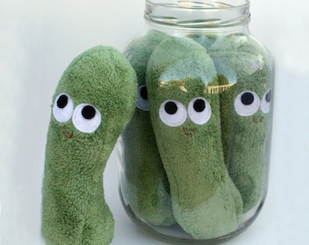 Cornichon en peluche - peluche alimentaire - cornichon à l'aneth - Pickle Rick - un Pickle - jouer nourriture - faire semblant de jouer - anthropomorphe - jouet en peluche - cadeau amusant