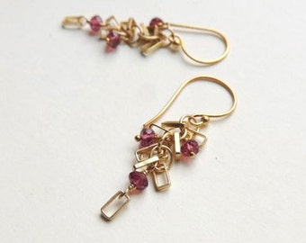 Del Mar Earrings with Faceted Pink Garnet and Matte Gold Details - Pantone Marsala
