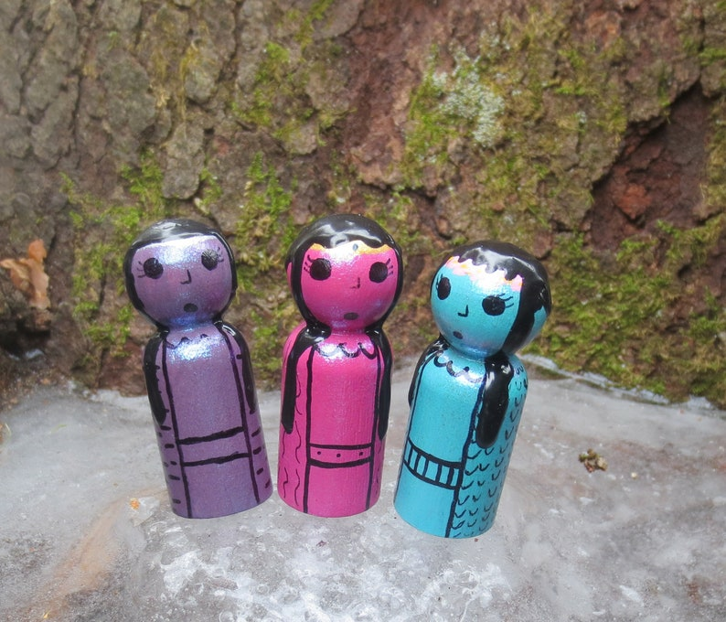 Fairy Peg Doll Set Hand Painted Pegs Faerie Wooden Peg Magical Pegs Wooden Toys Fairytale Elves Gnomes Queen Peg People 3 Fairy Tale Pegs