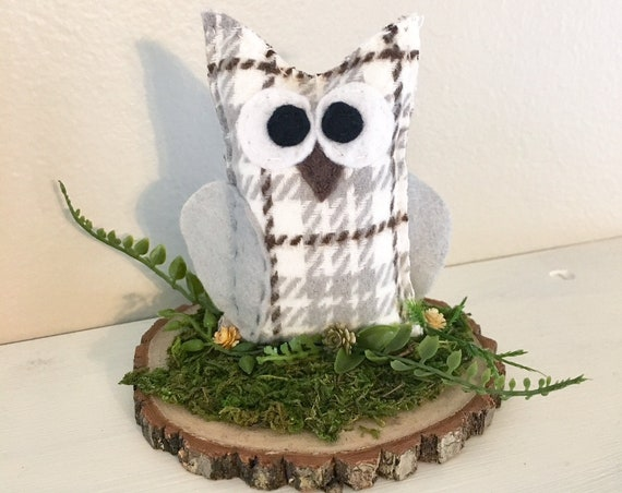 Owl Rustic Center Piece - Wedding, Home Decoration, Snowy Owl, Farmhouse Plaid, Mossy Log, Woodland Decoration, Cake Topper