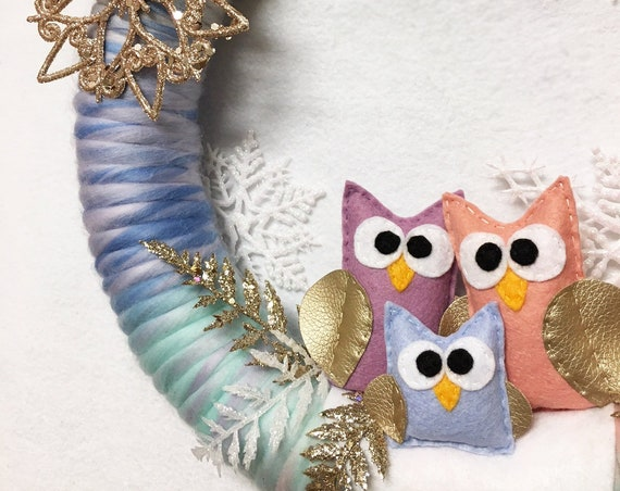 Pastel Owl Christmas Wreath, Winter Door Hanger, Large Lightweight Wreath, Magical Gold and Pastel Snowscape