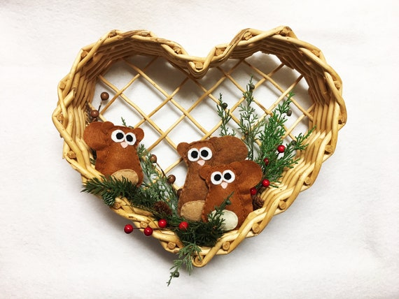Squirrel Family Woodland Wreath, Grapevine Heart Wreath, Holiday Decoration