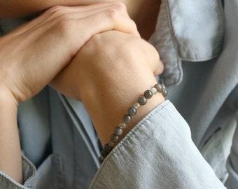 Labradorite Bracelet for Transformation and Meditation