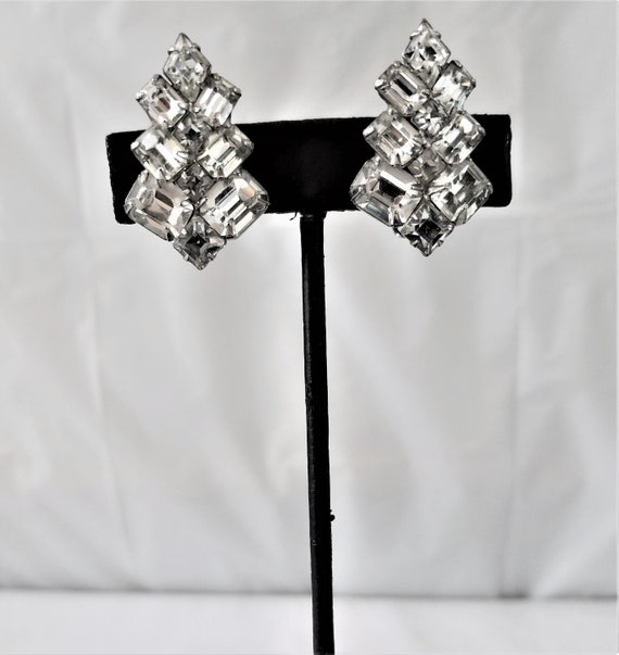 Vintage WEISS RHINESTONE Clip On Earring