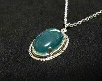 Green Agate Cabachon Pendant Necklace 20 inch Silver Chain #E0135