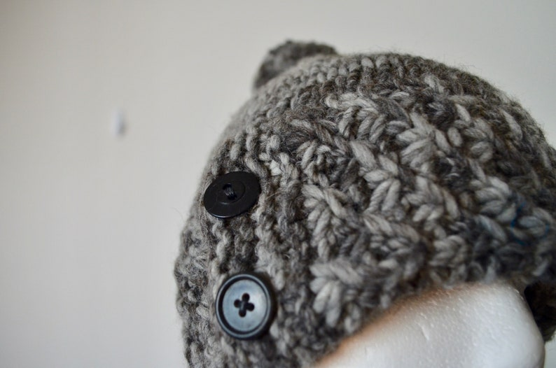 Bark Colored Yarn Rustic Wool Ski Ticket Hand Knit Bobble Hat With Buttons Pocket Winter Hat Button Wool Hat Fall Fashion Pompon