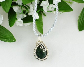 Sterling wire weave pendant, Dark green jasper and sterling pendant,Petite jasper and silver pendant, Reversible pendant