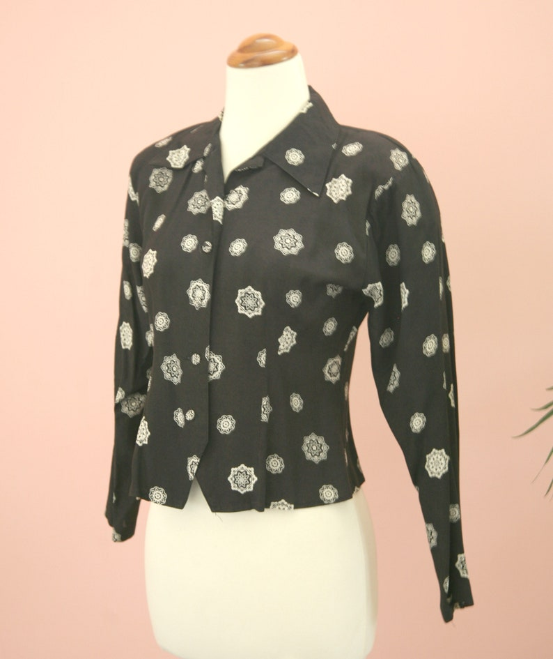 Ladies Black and Ivory  Long Sleeve Blouse Circa 1980/'s