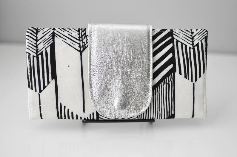 Bifold Wallet / Arrow Print Wallet / Women's Wallet / image 0