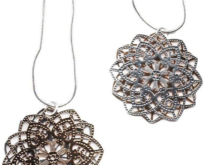 Spirograph Stainless Steel Pendant in Silver/Gold