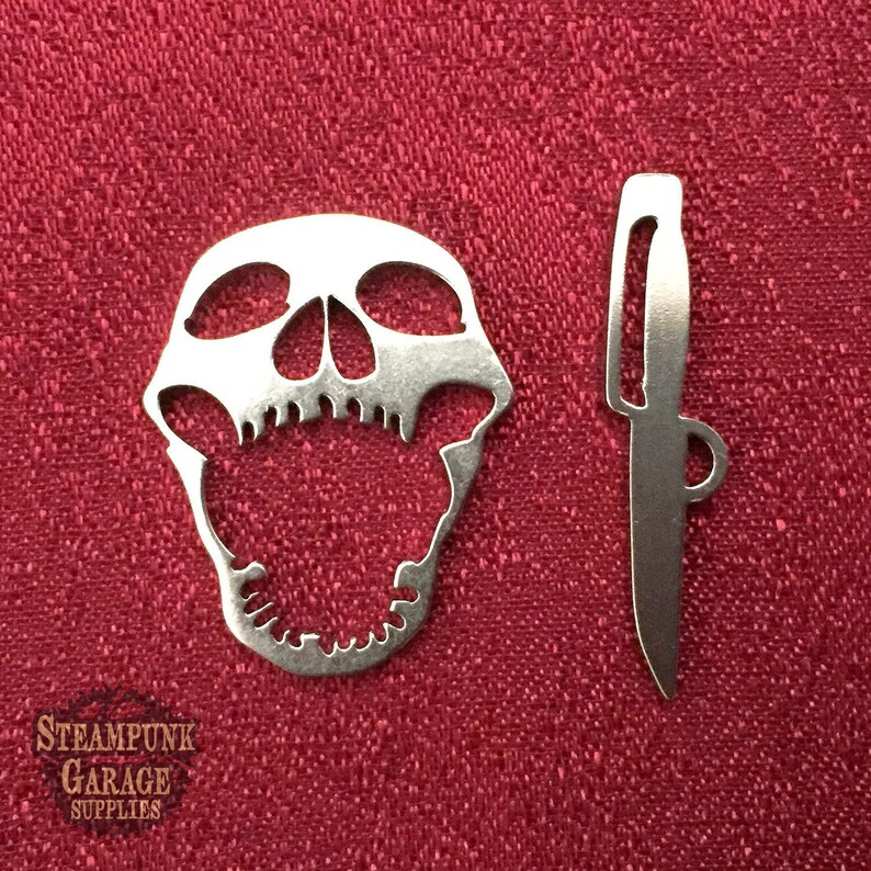 UPGRADE  Clasp  to my original Skull and Cutlass toggle image 0