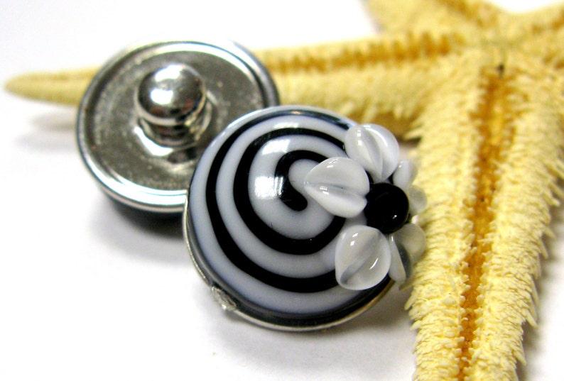 lampwork bead popper snap muranoglass white black 18mm