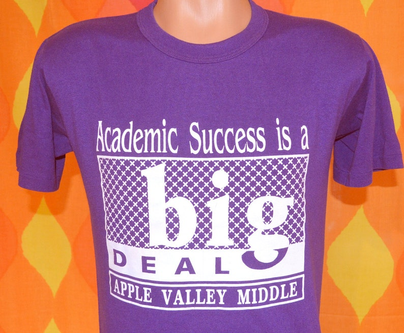 vintage 80s t-shirt BIG DEAL academic success apple valley school tee  Medium purple
