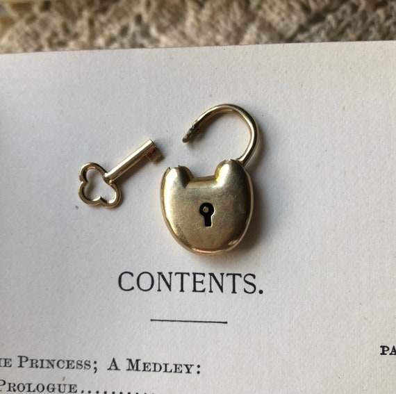 Victorian Gold Heart Lock and Key Pendant
