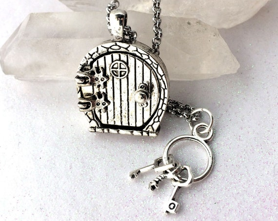 Fairy Hobbit Door Glowing Orb Necklace with Free UV Light Charger & Keys Charm