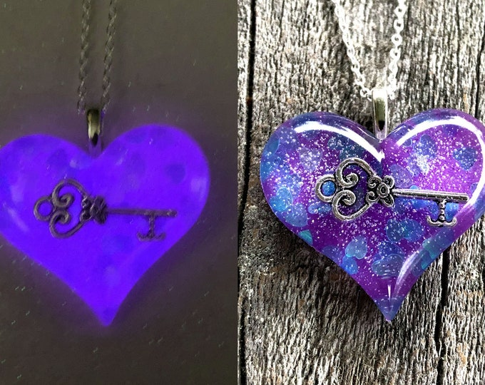 Key to my heart Lula Glow Heart Necklace