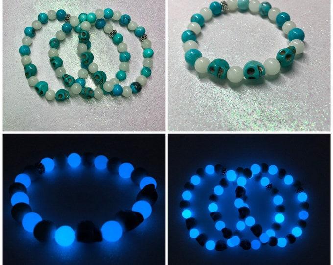 Turquoise Bracelet / Glow in the Dark / Blue Howlite / Skull Beads / Stretch / Gemstone / Halloween Jewelry / Glowing /