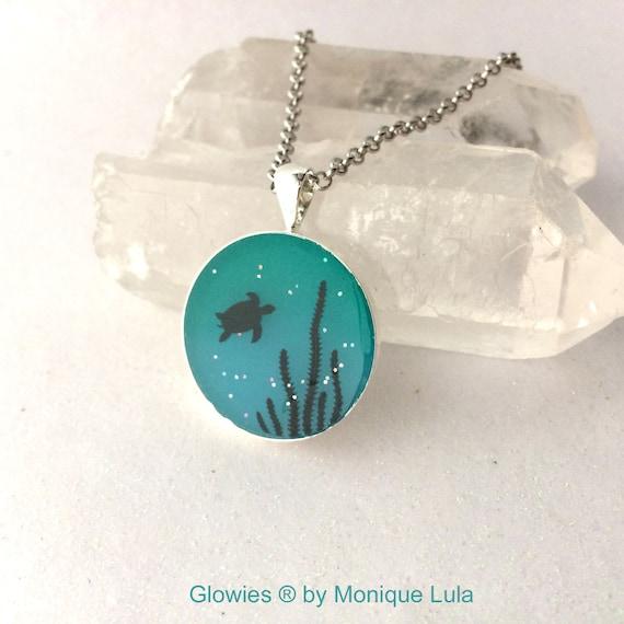 Sea Turtle Glow in the dark Art Necklace Ocean Sea Water Seaturtle