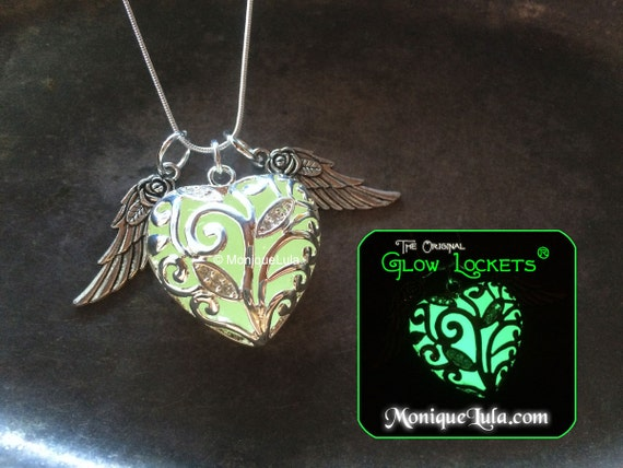 Green Flying Glowing Winter Heart with Rose Wings Free UV Light Charger