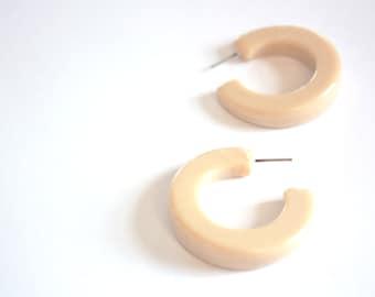Ivory Marbled Off White Enamel Hoops - vintage lucite hoop earrings