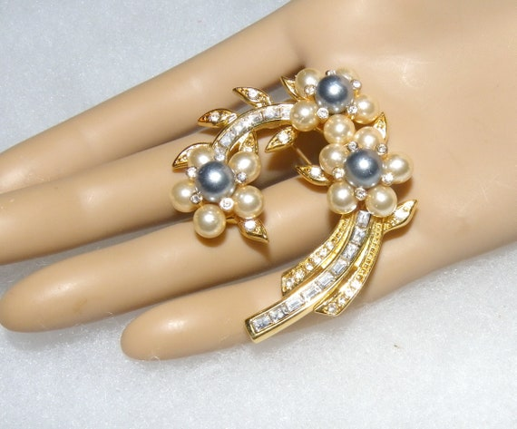 Joan Rivers Vintage Pearl & Crystal Pin Rhinestone