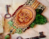 The Verdant Skull - leather fiber brooch