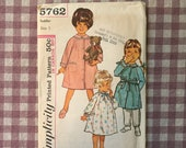 Toddler Nightgown Pattern / Toddler Robe Pattern / Vintage Sewing Pattern /  Toddler Pajama Pattern / Simplicity 5762 / Size 1 Bust 20