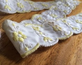 Vintage Trim / Embroidered Trim / Embroidered Edging -1 Yard- Cotton Trim / Yellow White Trim / Scalloped Trim / Vintage Edging /Flower Trim