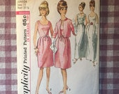 Vintage Sewing Pattern / Simplicity Dress Pattern / Simplicity 6174 / Bust 31.5 / V Dart Dress / Simplicity Pattern / 1960s Fashion
