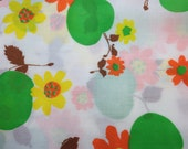 Vintage Fabric / 1970's Fabric / Apple Fabric / Daisy Fabric / Cotton/Poly Blend -1 Yard- Green Apple / Floral Fabric / Vintage Sheets