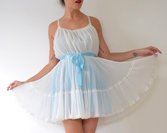 Vintage 50s 60s Angel Baby Nightgown (size medium, large)