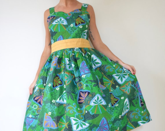 Vintage 50s Tiki Room Crisp Green Hawaiian Print Cotton New Look Button Back Sun Dress (size large)