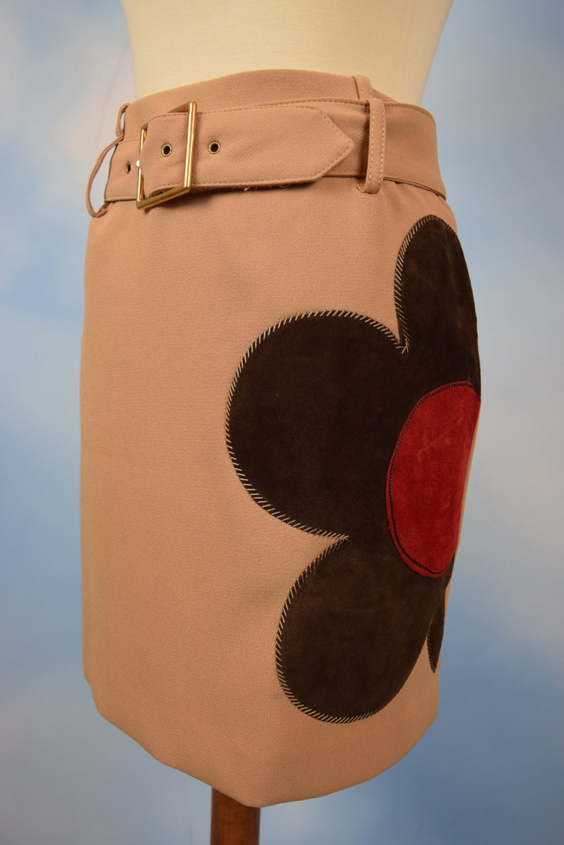 size xs, small Vintage 90s does 60s Alberto Makali High Waisted Belted Mini Skirt with Suede Leather Daisy Applique
