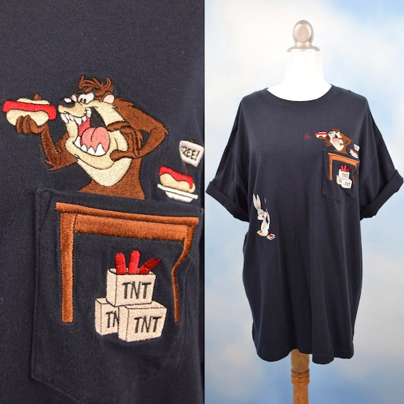 Vintage 90s Bugs Bunny and Taz Hot Dog Prank Embroidered T Shirt (size xl)