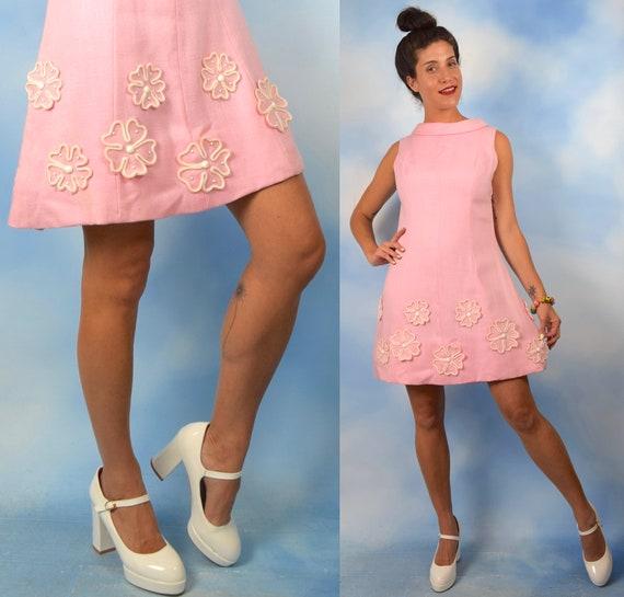 Vintage 60s Bubblegum Pink Mod Mini Shift Dress with 3D Daisy Appliques (size medium)