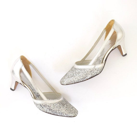 Vintage 60s Sparkly Metallic Silver Leather Cut Out Pumps