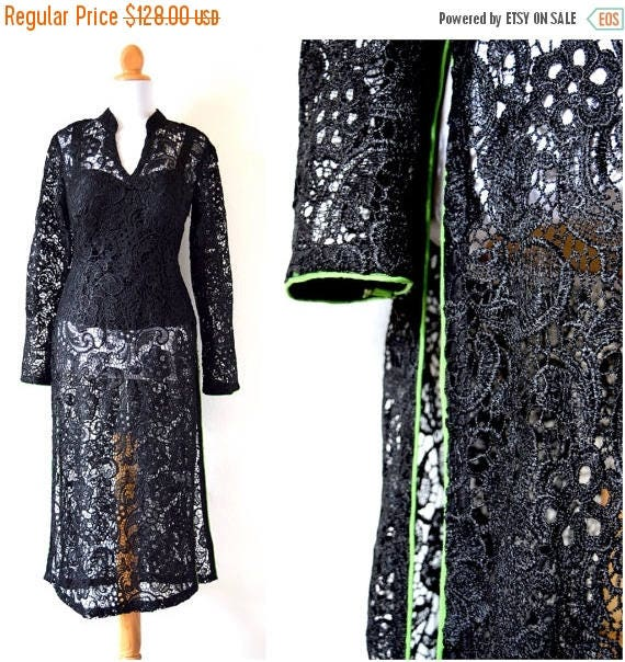 SALE SECTION / 50% off Vintage 80s 90s Black Lace Tunic with Green Piping (size medium)