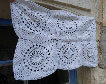 Vintage Antique old French 1900 crochet lace cotton doily or top of pillow