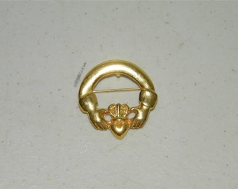 Vintage Goldtone Cladagh Brooch Pin Pendant NOS New Old Stock 12234