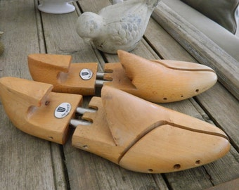 Vintage Shoes form or stretchers for display -  Wooden shoe trees - size 9